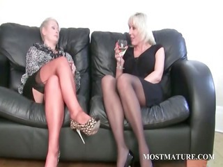 blond lesbo massages her cougar cunt