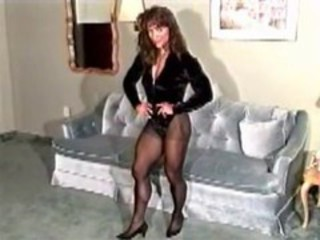 "Strong Calf Muscles and Thighs in Pantyhose"" target=""_blank"