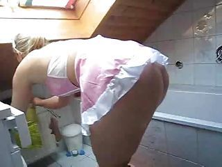 Amateur Ass Bathroom Maid Upskirt