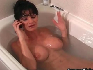 Great brunette hottie showers