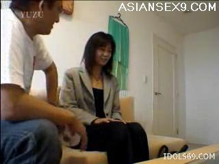 Yuu naughty Japanese Tramp Enjoys Giving Handjobs
