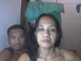 "FILIPINA MOM SHANELL DANATIL AND HER BF ON CAM"" class=""th-mov"
