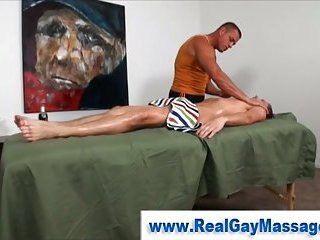 Straight suppliant gets fingered by muscley gay