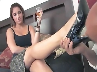 RoyalMistress   Mistress Amelia plays with her foot slave