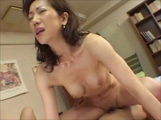 The repo girl and the Japanese mom Sex Tubes
