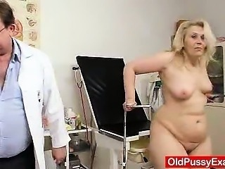 Blond-haired chubby milf explored by cunt doctor Sex Tubes