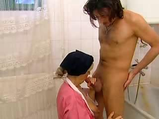 Bathroom Blowjob Mature Mom Old and Young
