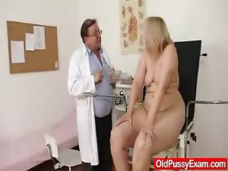 Blond-haired chubby milf explored by cunt falsify