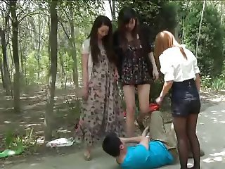 Chinese Girls Rescue Their Friend