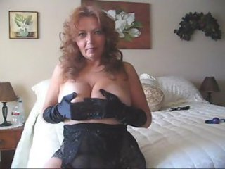Curvy mature amateur in underclothing effectuation solo