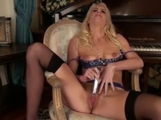 Dirty blonde mom makes her tomentose chuf jizz