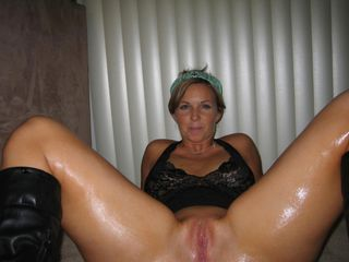Amateur Homemade  Oiled Pussy Wife