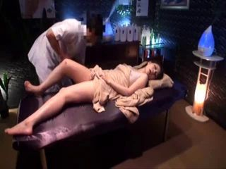 Erotic Oil Massage Sensitive Beauty