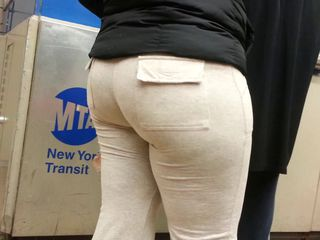 Honourable bbw booty in sweats of NYC
