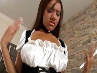 Hot ebony maid do a good job
