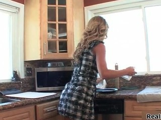 Super Hor Blond Housewife Gets Her First Part1