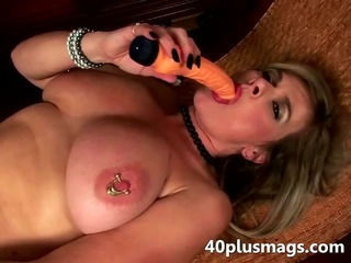 Mature slut uses two toys