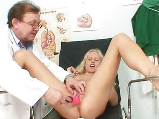 Nice-looking Blonde Babe Pussy Gyno Exam