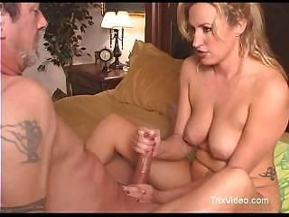 Joey gets a hot blonde to giv...