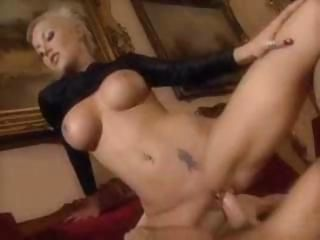 Hot comme �a babe gets hardcore...
