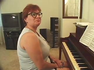 Plump piano teacher busted ge...