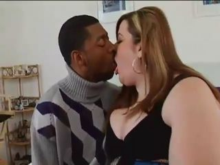 Interracial Kyssing