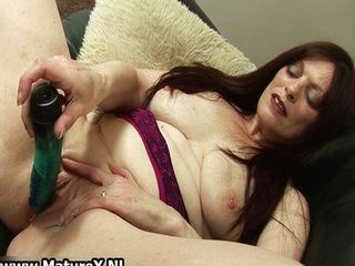 Raven mature mom fucking her own tight