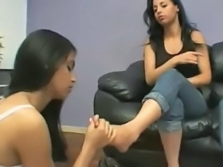Eat Our Feet  with Nara Lemos & Glaycie Alvez part 1