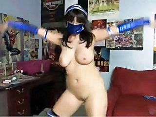 Mortal Kombat cosplay girl strips on cam