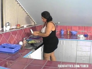 "Sexy Bbw Newer Had That Kind Of ""help"" In The Kitchen!"