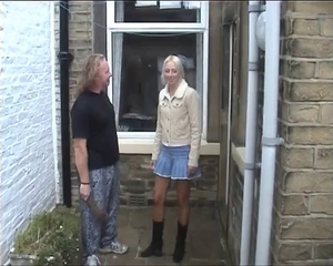 Sexy British Milf Meets Young Little shaver For Se...