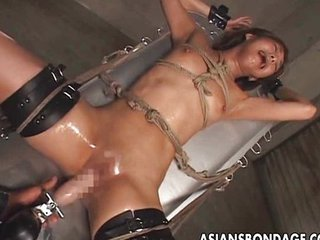 Asiatique Bondage Fétiche Machine Orgasme