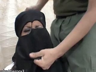 Arab Chick With A Burka Gets A B...