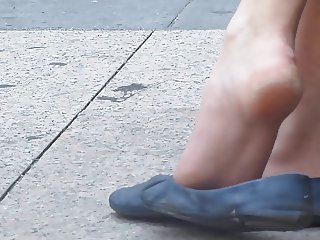 Amazing candid shoeplay