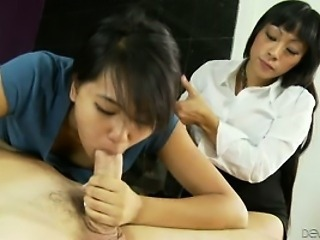 Blowjob Daughter Mom Threesome