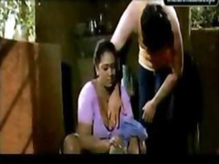 "Shakeela The Indian Grown-up Aunty Seduced Younger Boy"" target=""_blank"