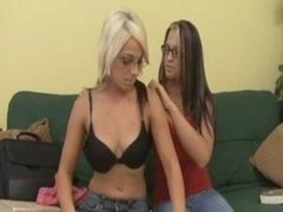 AWESOME LESBIANS IN GLASSES