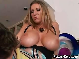 Insolent nasty boss doesn't hesitate to try new secretary's sweet pussy