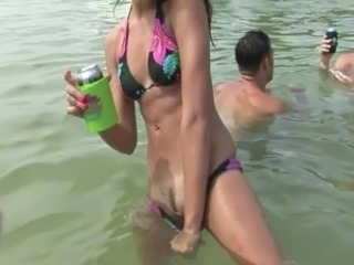 Hot Cuties Flash Pussy inside the Water