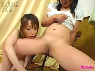 Jap girls pissing