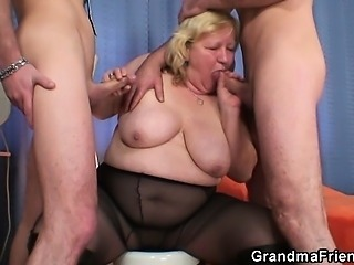 Chubby Granny Swallow Threesome