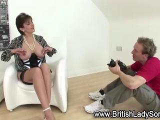 Mature sexy babe shows off