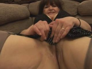 """Granny shows her pussy - 3"""" class=""""th-mov"""