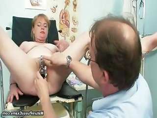 Fake doctor fucking a mature female part5
