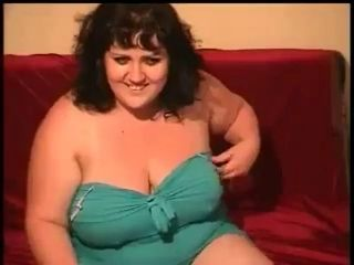 Chubby brunette on webcam...