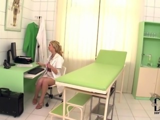 Hot Doctor Sophia Knight Probes Will not hear of Pussy With A Reflector