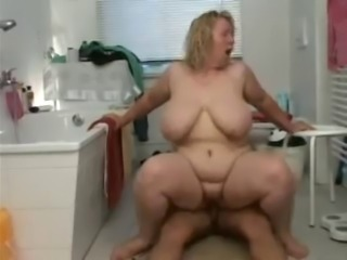 BBW Bathroom Sex