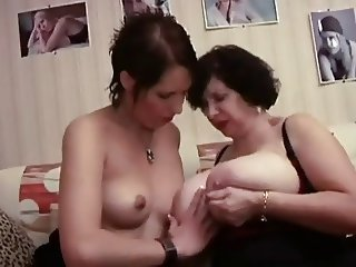 FRENCH MATURE 19 lesbian bbw maturemommilf and younger babe