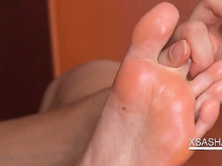 "Creature Sasha in lingerie rubs her oily feet"" class=""th-mov"