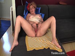 Bbw Hoe Poppy Fingering The brush Hairy Twat